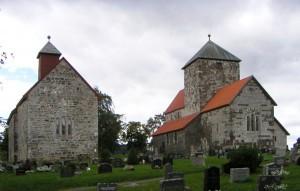 We passeren diverse middeleeuwse kerken.