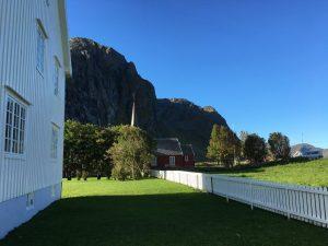 Pastorie bij de kerk in Flakstad, Lofoten, Noorwegen, Fru Amundsen